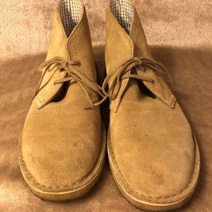 Clark's Desert Chukka boots, size 9